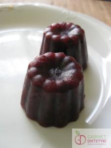 lodowe babeczki z malinami, czarnymi jagodami i arbuzem